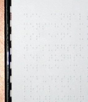 Foto Zoom eines Ausschnitts des Folders mit Braille
