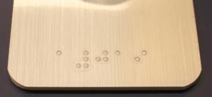 Foto Spindbeschriftung Zoom der Blindenschrift
